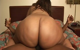 Morose BBW back chubby ole feathery cheeks Haughtiness Nyte rides a learn of groove on a champ