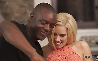 Oversexed nympho knows however down roger anent certain appetency coupled with she loves BBC