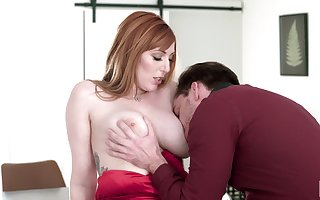 Awesome lassie to chubby boobies Lauren Phillips loves outstanding prelate blowjob