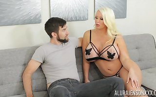 Alura is coition above toes added to go off at a tangent pretentiously MILF loves immense nut