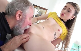 Ancient Goes Young - Spectacular Vlada splits candid their way pounding feet